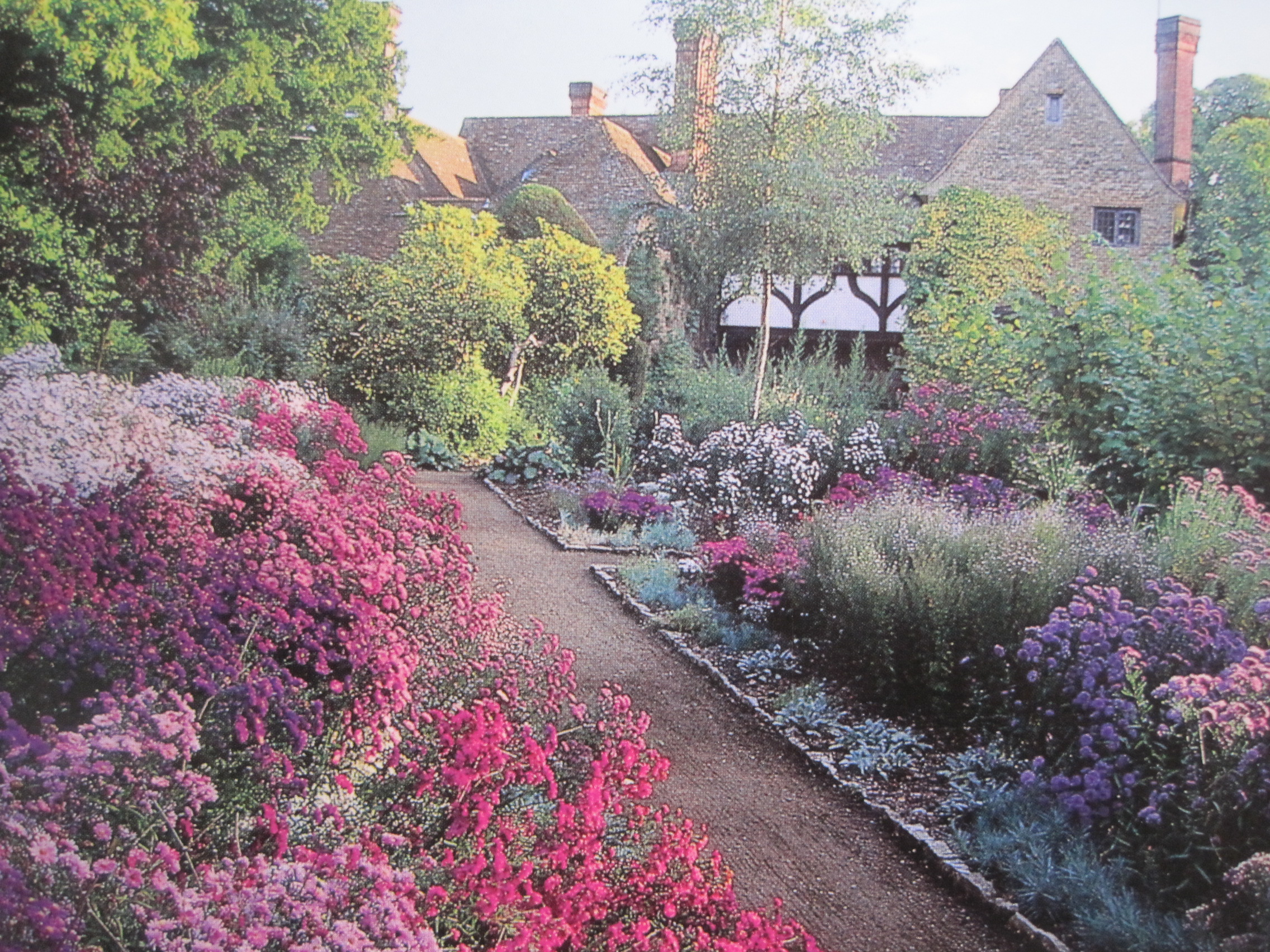 Gertrude jekyll artist craftswoman and gardener 18th for Landscape gardeners